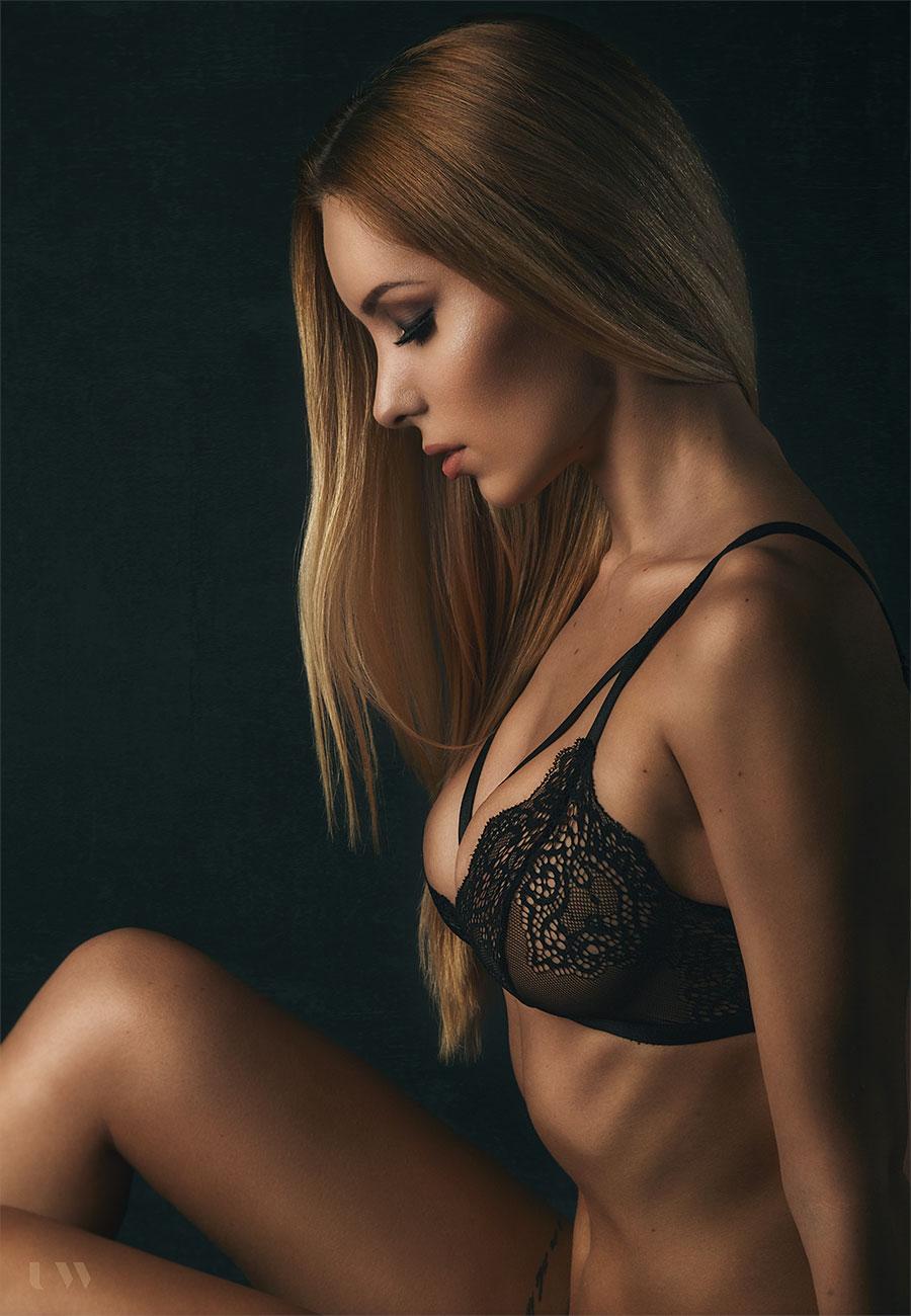 Boudoir and fine art nudes Eva Plesnik