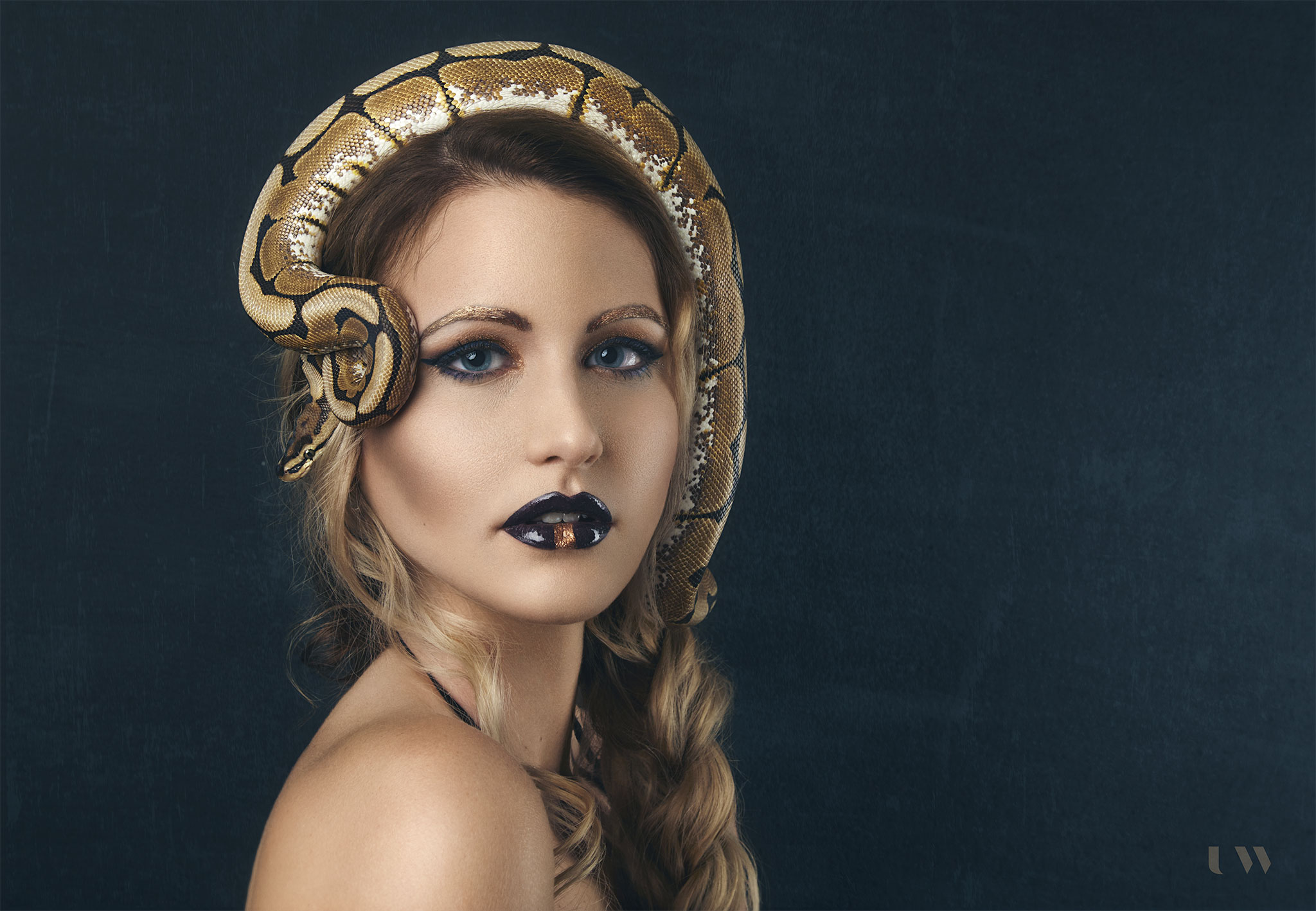 Boudoir and beauty with snakes Anja Kamericki